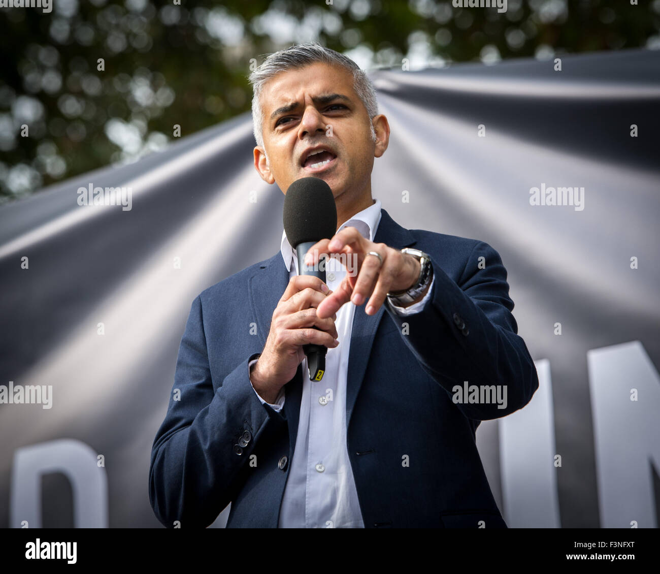 London, UK. 10 October, 2015. Sadiq Khan, Mayoral Candidate speaks during the No Third Runway at Heathrow protest - Stock Image