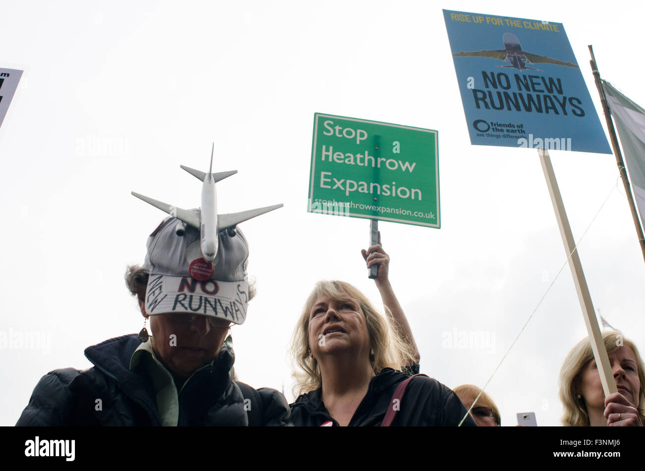 London, UK. 10th Oct, 2015. Protesters gather in Parliament Square, London. They are protesting against the proposal - Stock Image