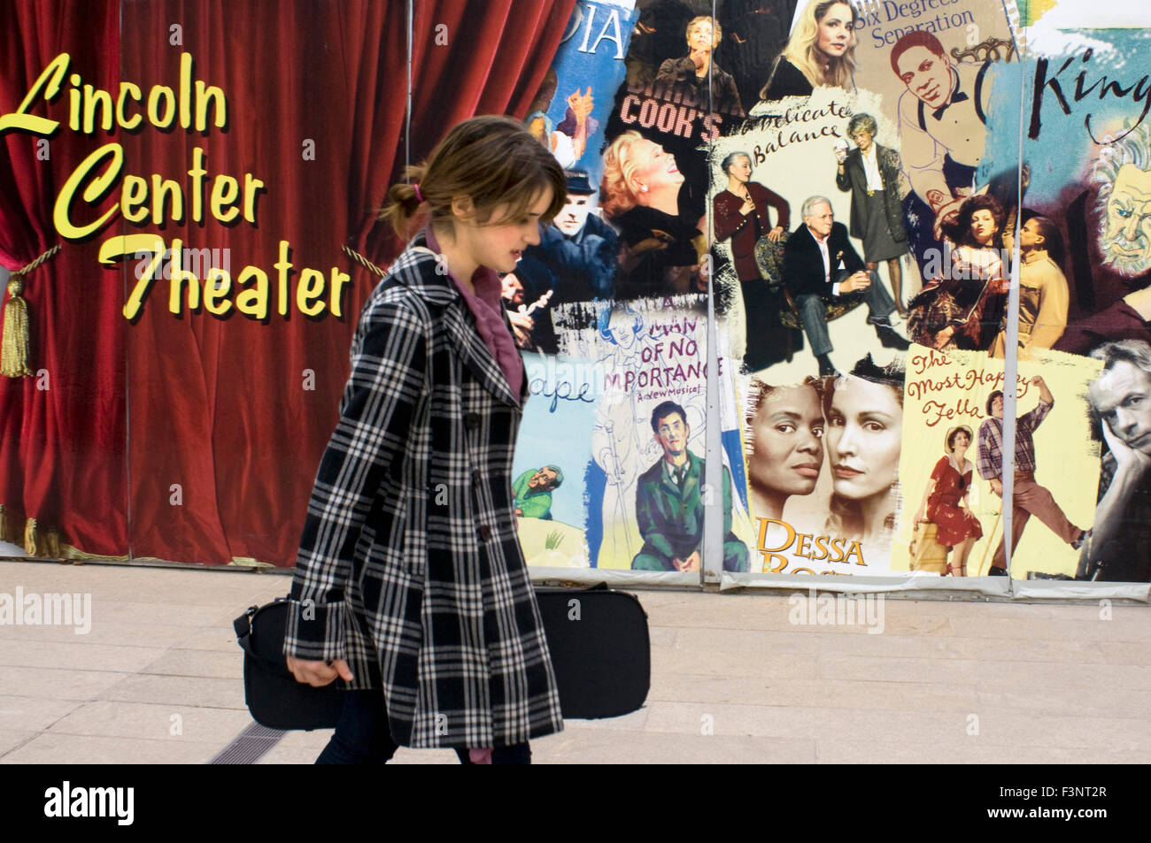 An actress walks down the outside of the Lincoln Center Theater. Lincoln Center, 150 West 65th Street.Telf 212-362 - Stock Image