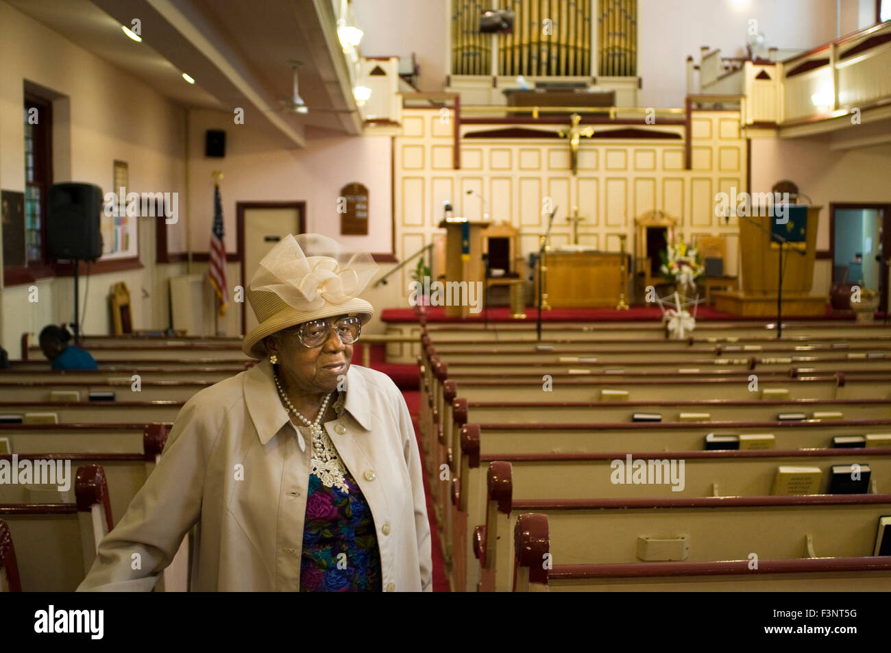 A parishioner leaves mass. Union Congregational Church. 60 138th Street. Phone 212-926-2549. St. Mark The Evangelist - Stock Image