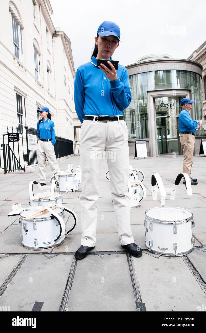 London, UK. 10th Oct, 2015. Falun Dafa practitioners demanding justice for President Jiang Zemin at a protest in - Stock Image