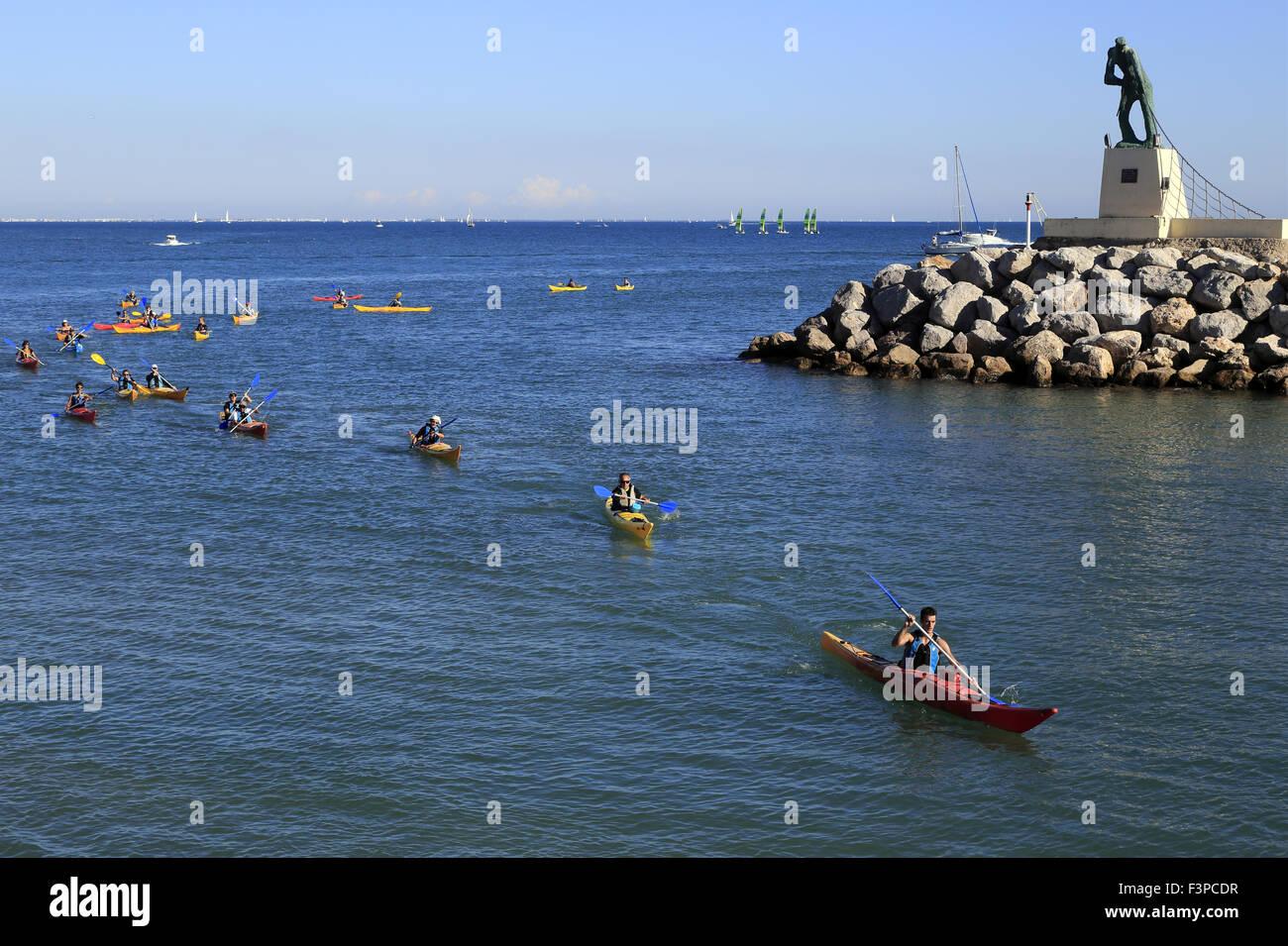 Palavas-Les-Flots, France, 10th October 2015. Output sea kayaking on the Mediterranean Sea. - Stock Image
