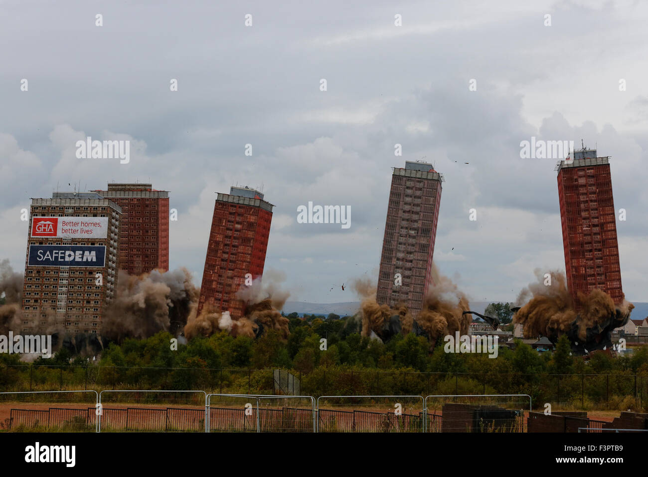 Glasgow, UK. 11th Oct, 2015. At 3.15pm on Sunday 11 October the Red Road Flats, Glasgow were brought down by controlled - Stock Image