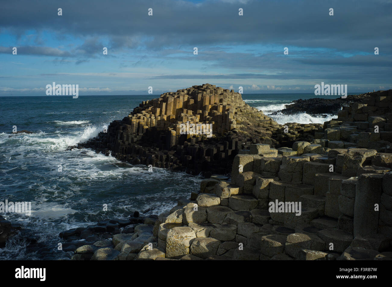 Golden rocks at the UNESCO World Heritage site, GIANTS CAUSEWAY, Bushmills, Antrim, Ireland - Stock Image