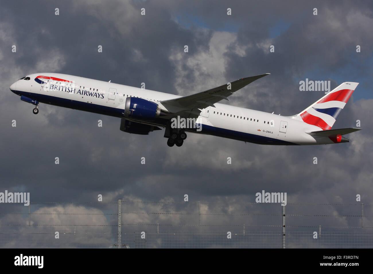 BA BRITISH AIRWAYS BOEING 787 900 G-ZBKA - Stock Image