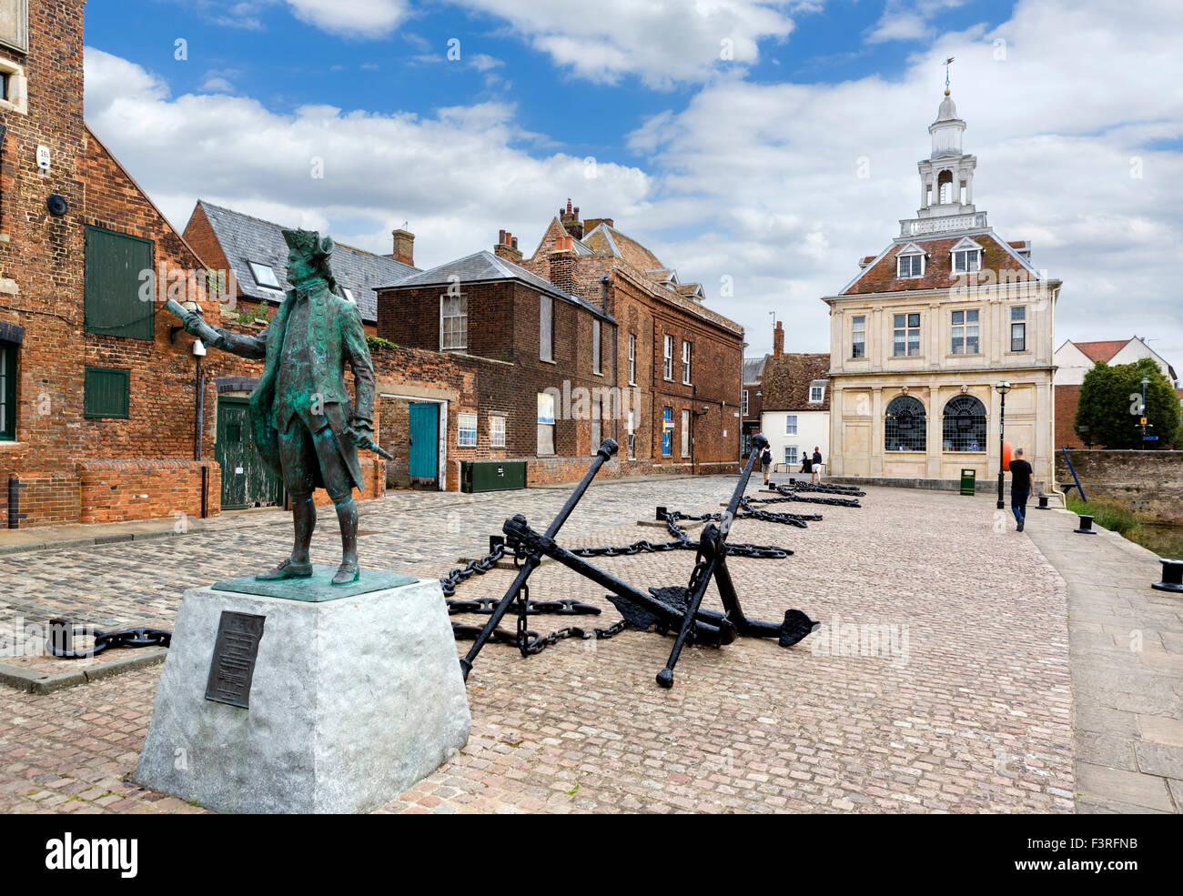 Purfleet Quay with statue of Captain George Vancouver in foreground and Custom House behind, King's Lynn, Norfolk, - Stock Image