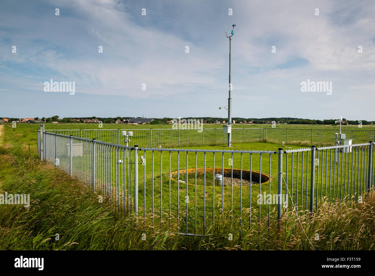 3 July, 2014  KNMI weather station in the polder close to the village of Hoorn. Weerstation vlakbij Hoorn.  Photo - Stock Image