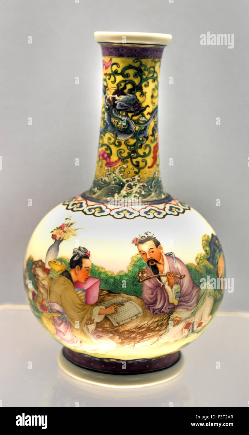 Vase with Enameled design of Figures Qianlong Reign 1736 - 1795 Qing Dynasty Shanghai Museum of ancient Chinese - Stock Image