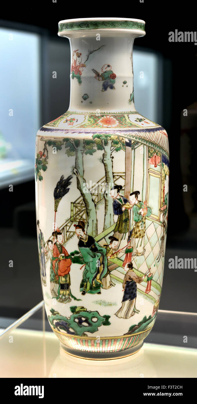 Family verte vase with design of Liu Bei's Marriage Story Jingdezhen Ware 1662 - 1722 AD  Kangxi Reign ( Qing - Stock Image
