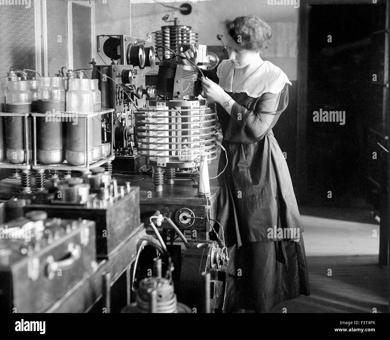 HELEN CAMPBELL American wireless operator recruited by the National League for Women's Service in WWI to replace - Stock Image