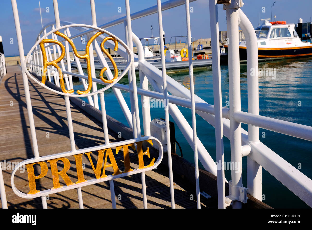 Marina gate entrance private The Royal Yacht Squadron is one of the most prestigious yacht clubs in the world. Its - Stock Image