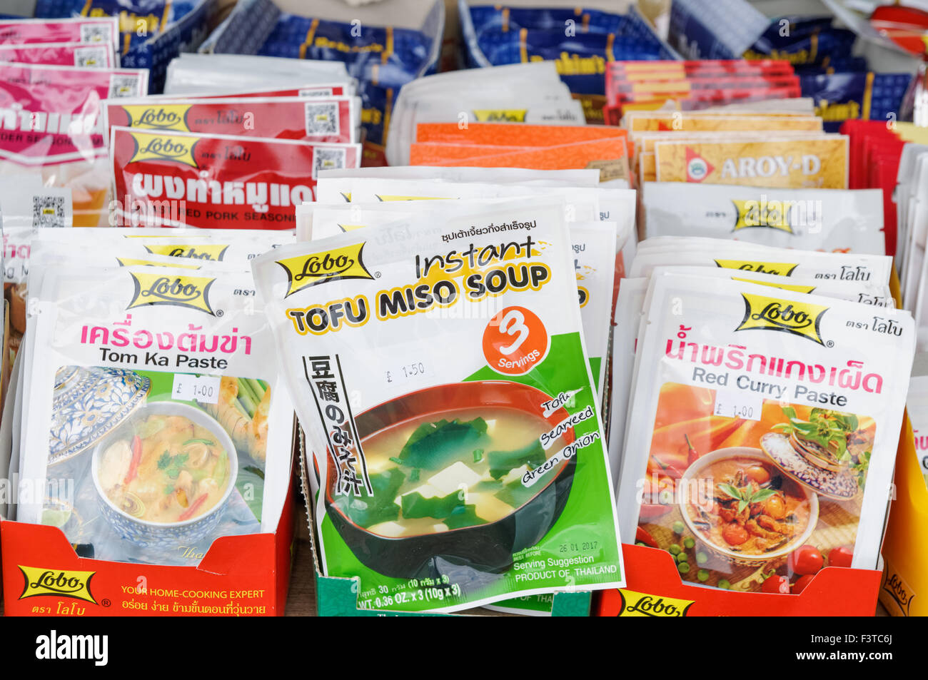 Thai instant soups in oriental shop - Stock Image