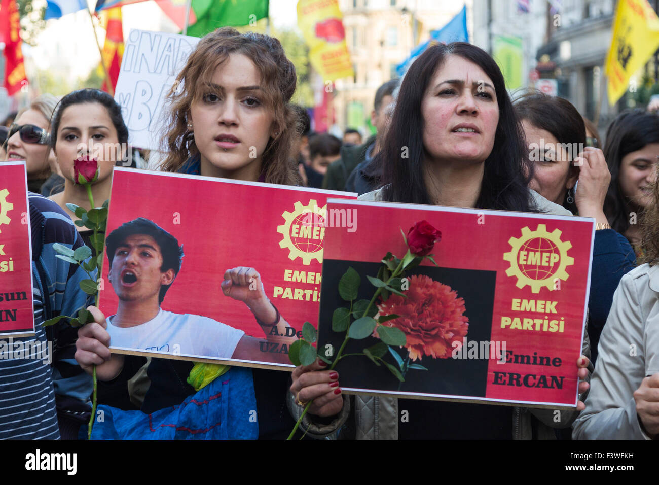 London, UK. 11/10/2015. Protesters from Emek Partisi hold up pictures of people killed in Ankara. Several thousand Stock Photo