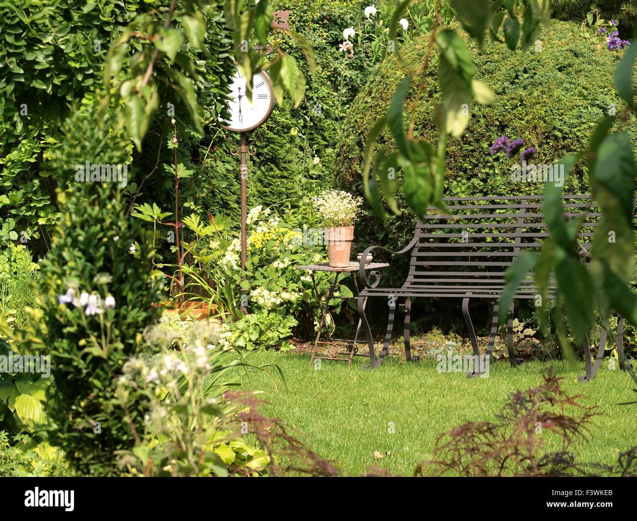 Wunderschön Sitzplatz Garten Referenz Von Garden Bench - Stock Image