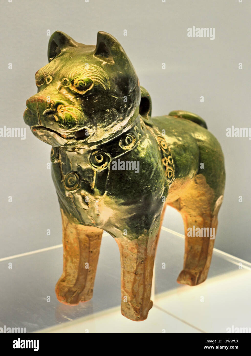 Green Glazed Pottery Dog 25 - 220 AD Eastern Han Dynasty ( Shanghai Museum of ancient Chinese art ) China - Stock Image
