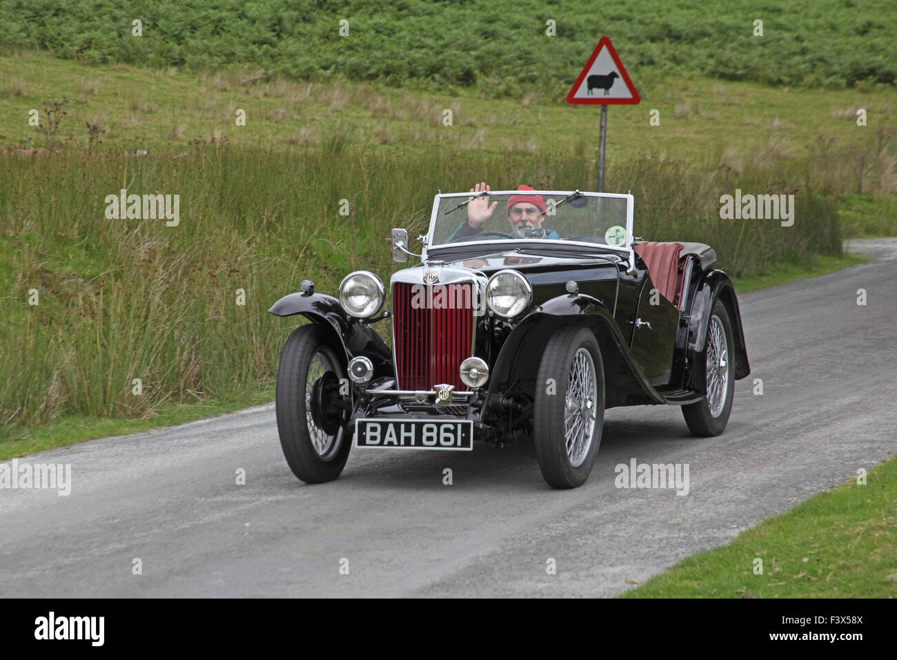 Old MG sports car on road above Craig Goch dam in the Elan valley - Stock Image