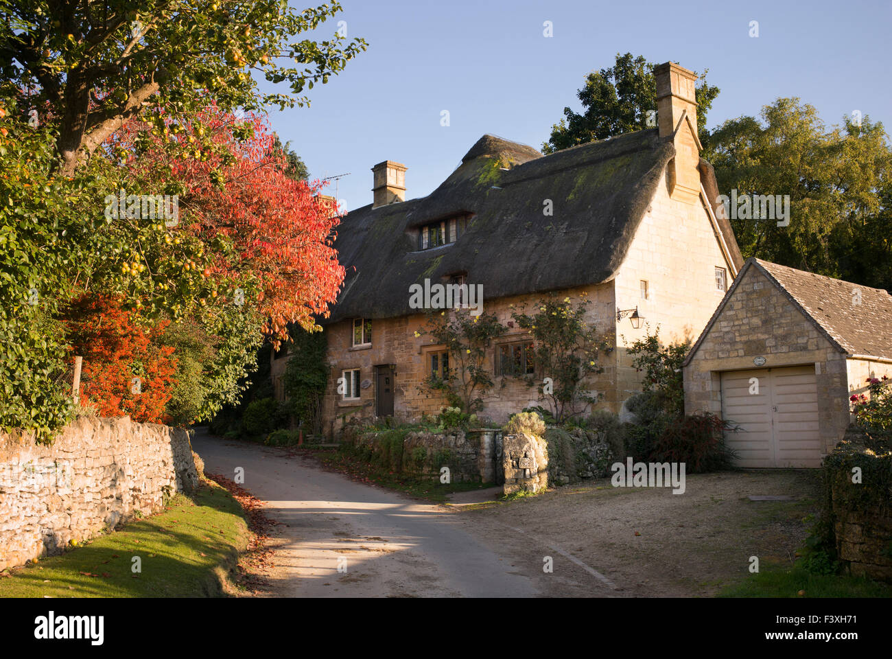 Cotswold thatched cottage in Stanton village, Cotswolds, Gloucestershire, England Stock Photo