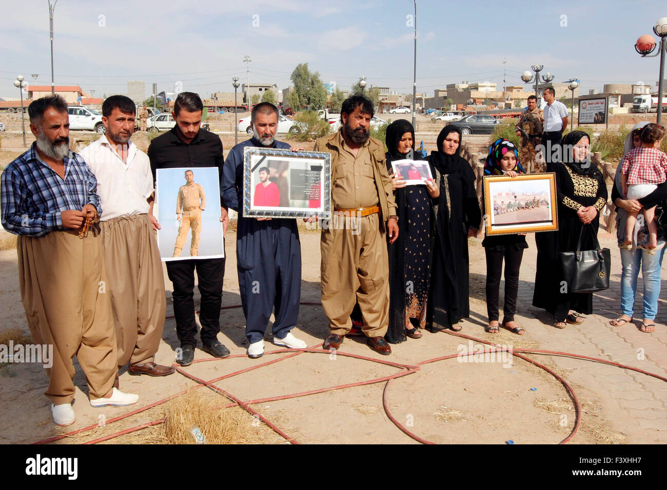 (151013) -- KIRKUK, Oct. 13. 2015 (Xinhua) -- Family members of victims of battles against the Islamic State (IS) - Stock Image