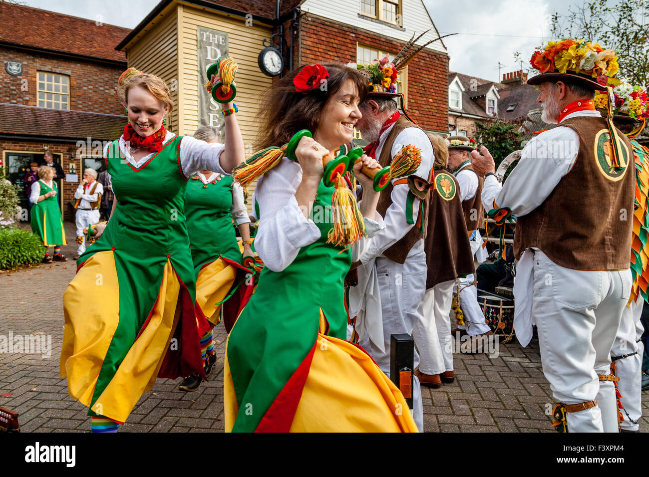 Chelmsford Ladies Morris Dancers Perform Outside The Dorset Arms Pub In Lewes During The Annual Folk Festival, Lewes, - Stock Image