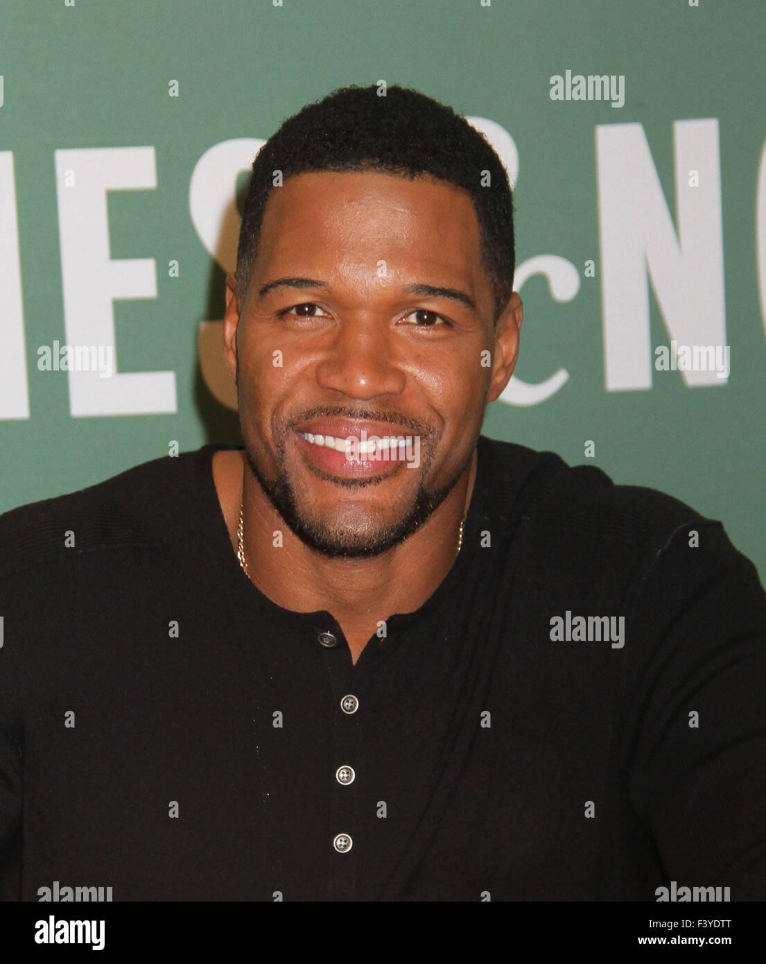 New York, USA. 13th Oct, 2015. Former football player/ TV talk show host MICHAEL STRAHAN promotes his new book 'Wake - Stock Image