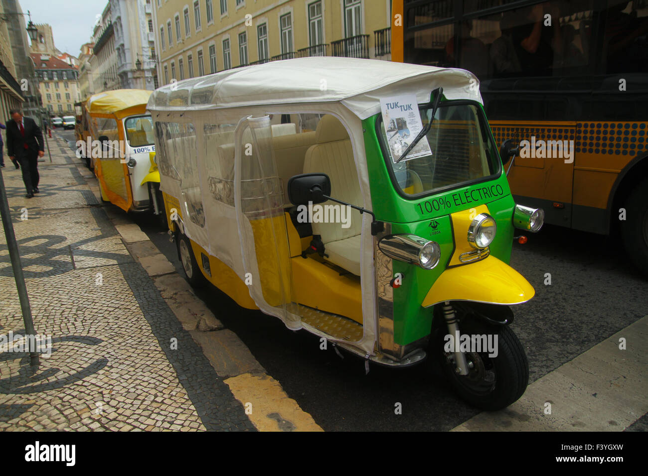 ​Lisbon, Portugal, 5 October, 2015. A electric tuk-tuk on the streets of Lisbon. The tuk-tuk provide tailor-made - Stock Image