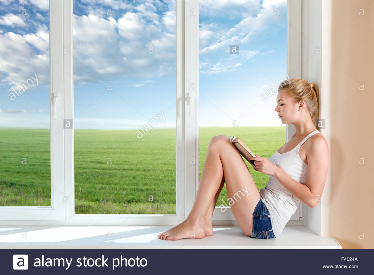 Woman read book - Stock Image