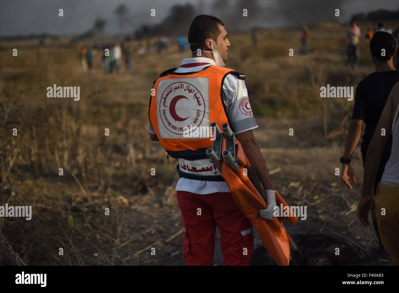 Gaza, Palestine. 13th Oct, 2015. A wounded Palestinian protester was evacuated after getting a shot by Israeli troops - Stock Image