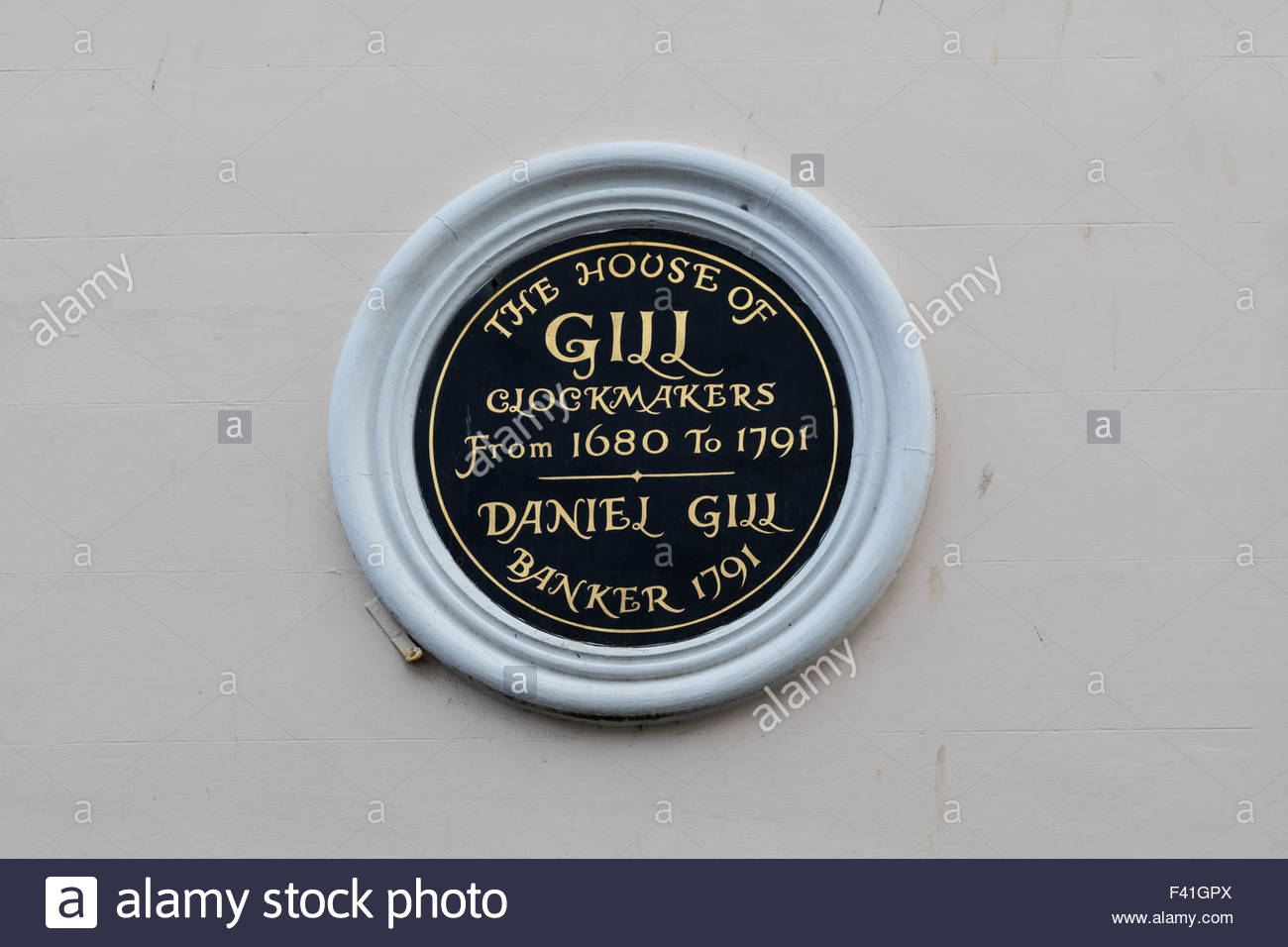A plaque on a building in the High Street, Rye commemorating Gill clockmakers, established there between 1680 and - Stock Image