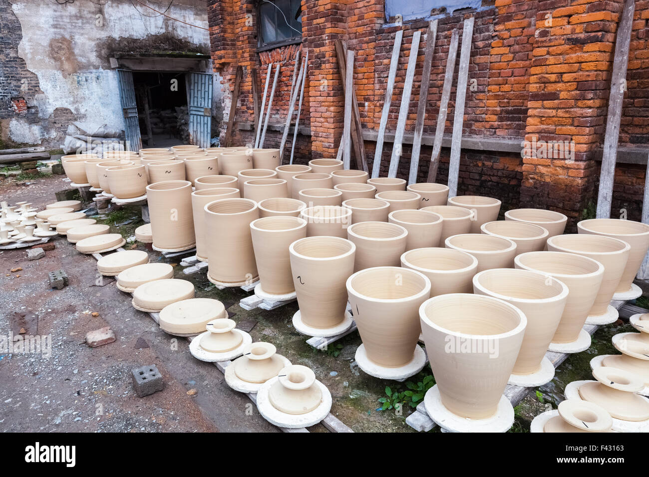 drying porcelain blanks Stock Photo: 88577275 - Alamy