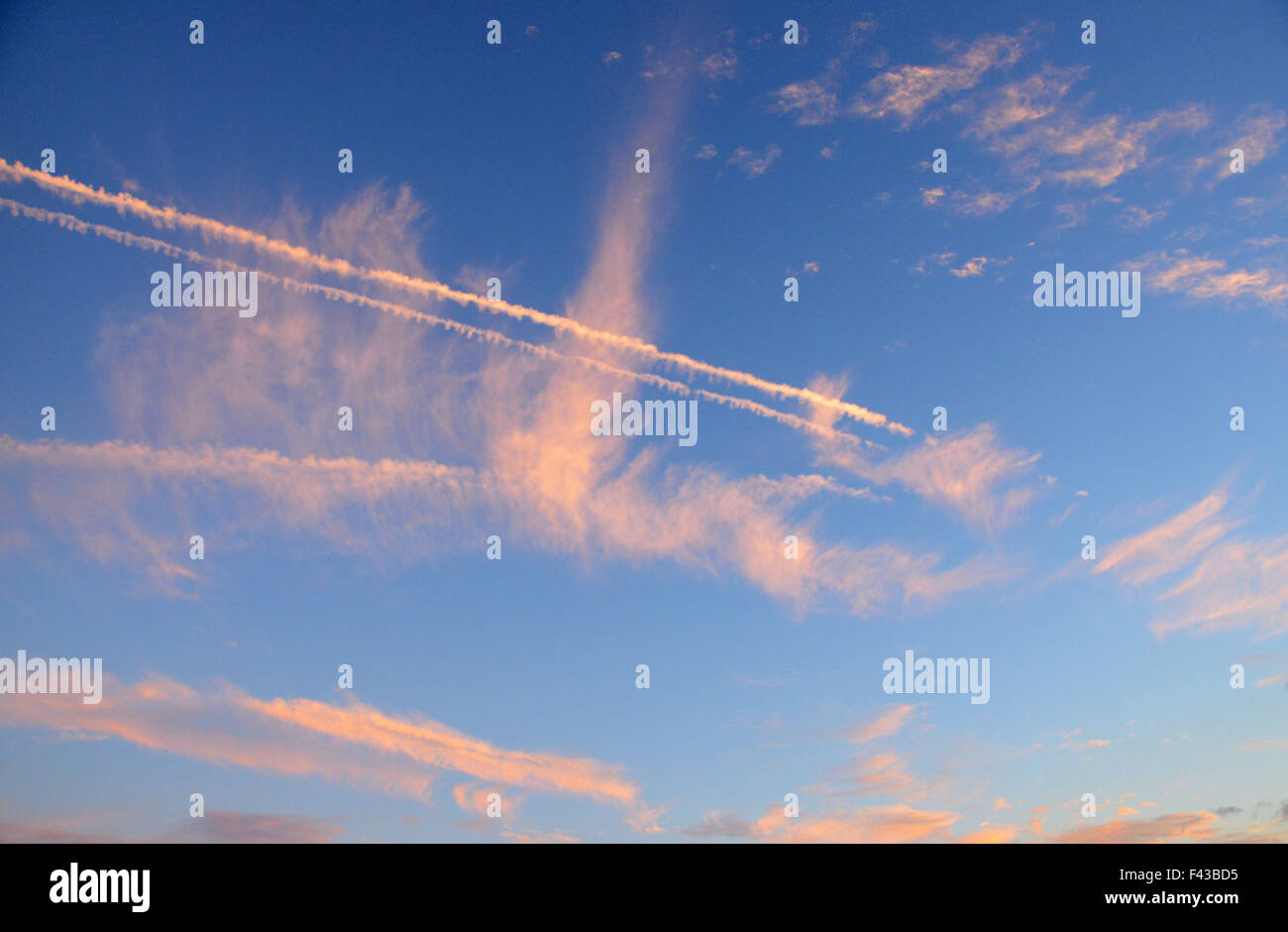 red skies over new york with plane - Stock Image