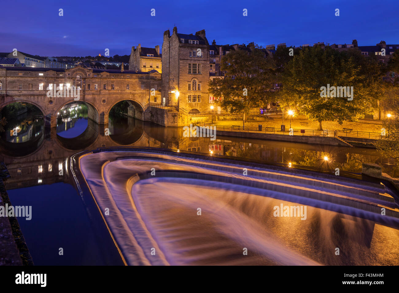 Pulteney Bridge and the weir on river Avon in Bath, Somerset, UK. - Stock Image