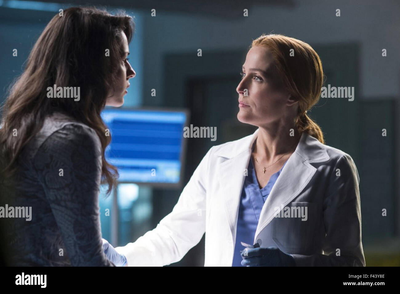 THE X-FILES - MY STRUGGLE 2016 Fox Broadcasting film with Gillian Anderson at right and Annet Mahendru - Stock Image