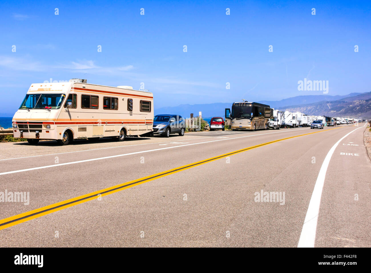 Motorhomes and travel trailers parked up on PCH - Pacific Coast Highway Rte 1 just outside Ventura in California - Stock Image