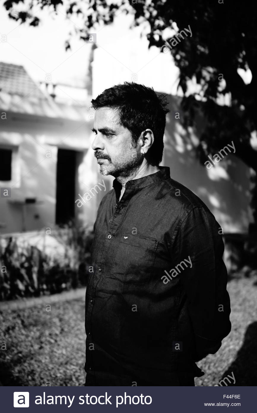 Side profile portrait of the Indian artist Sudarshan Shetty - Stock Image