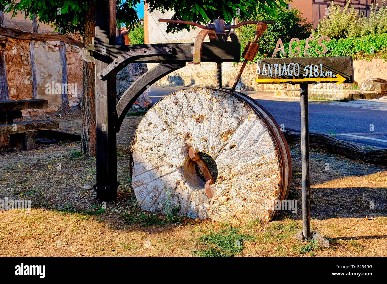 Stone grinding wheel in Agés with directions for the Way of Saint James (Camino de Santiago), Castile and León, - Stock Image