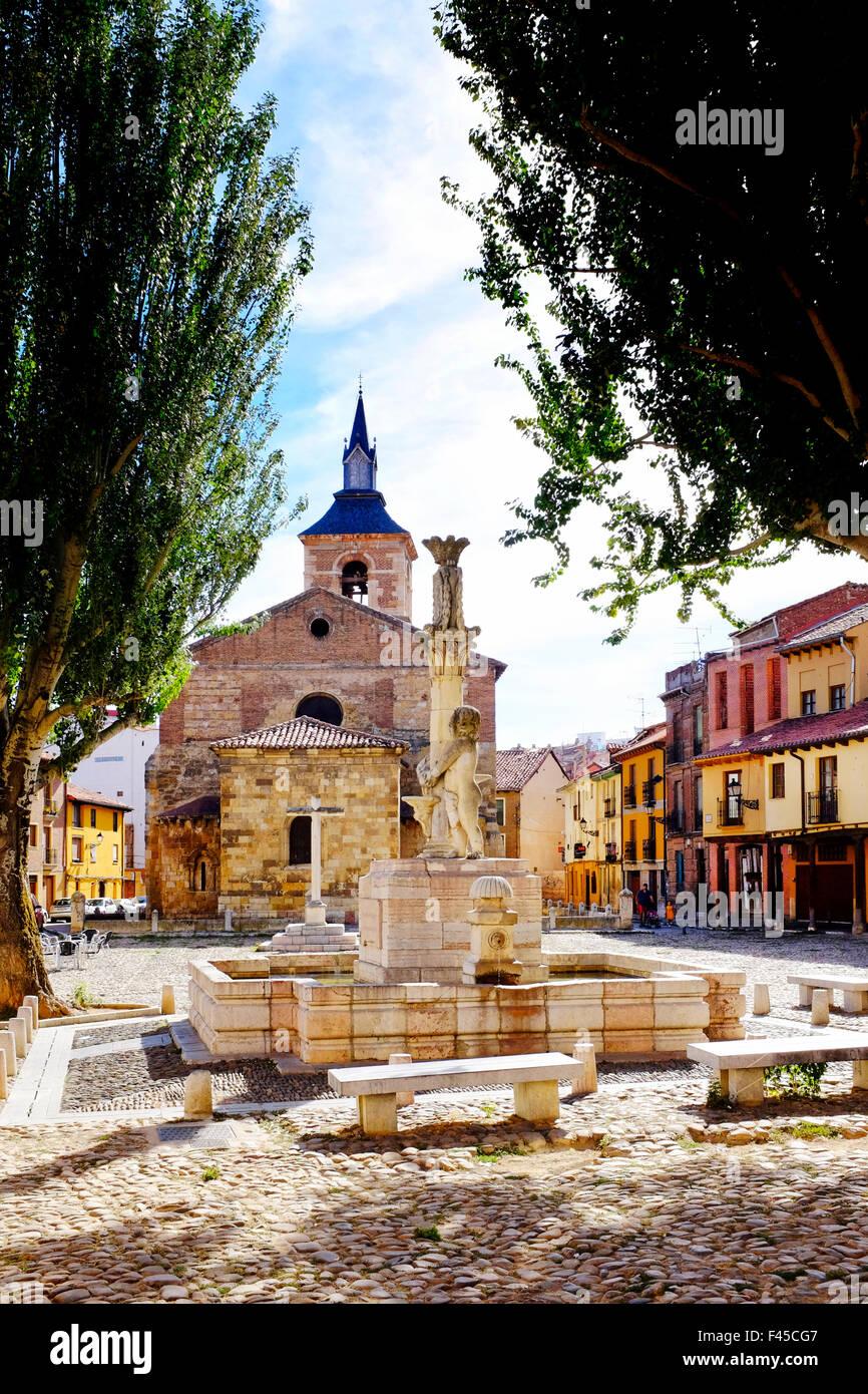 Plaza del Grano and Santa Maria del Camino church, Leon,Castile and León, Spain, - Stock Image