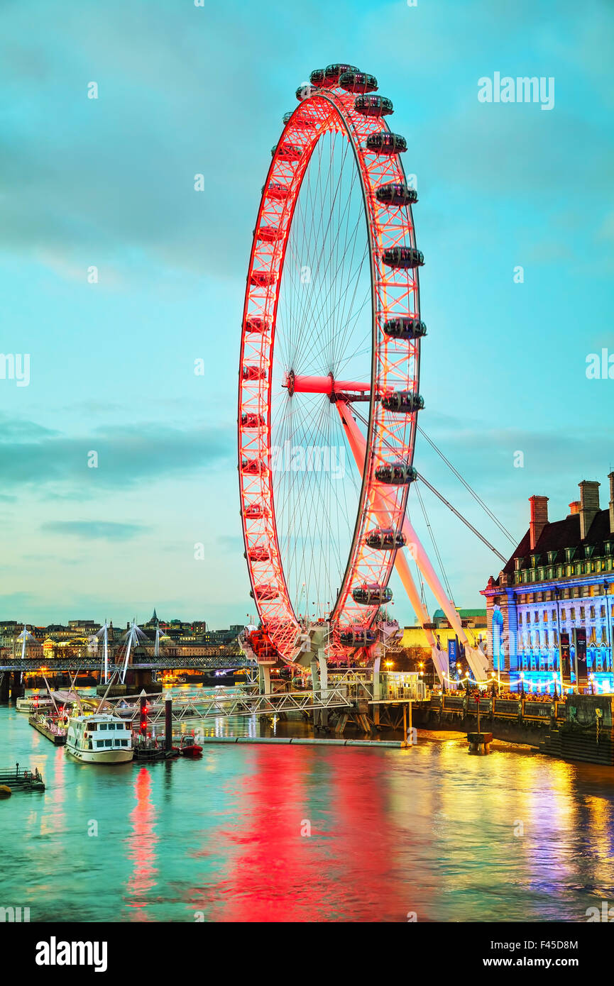 The London Eye Ferris wheel in the evening - Stock Image
