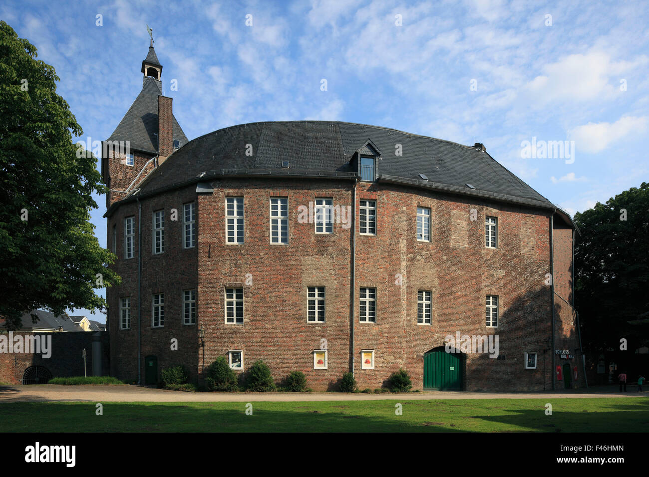 schloss mit grafschafter museum und schlosstheater in moers stock photo 88656085 alamy. Black Bedroom Furniture Sets. Home Design Ideas