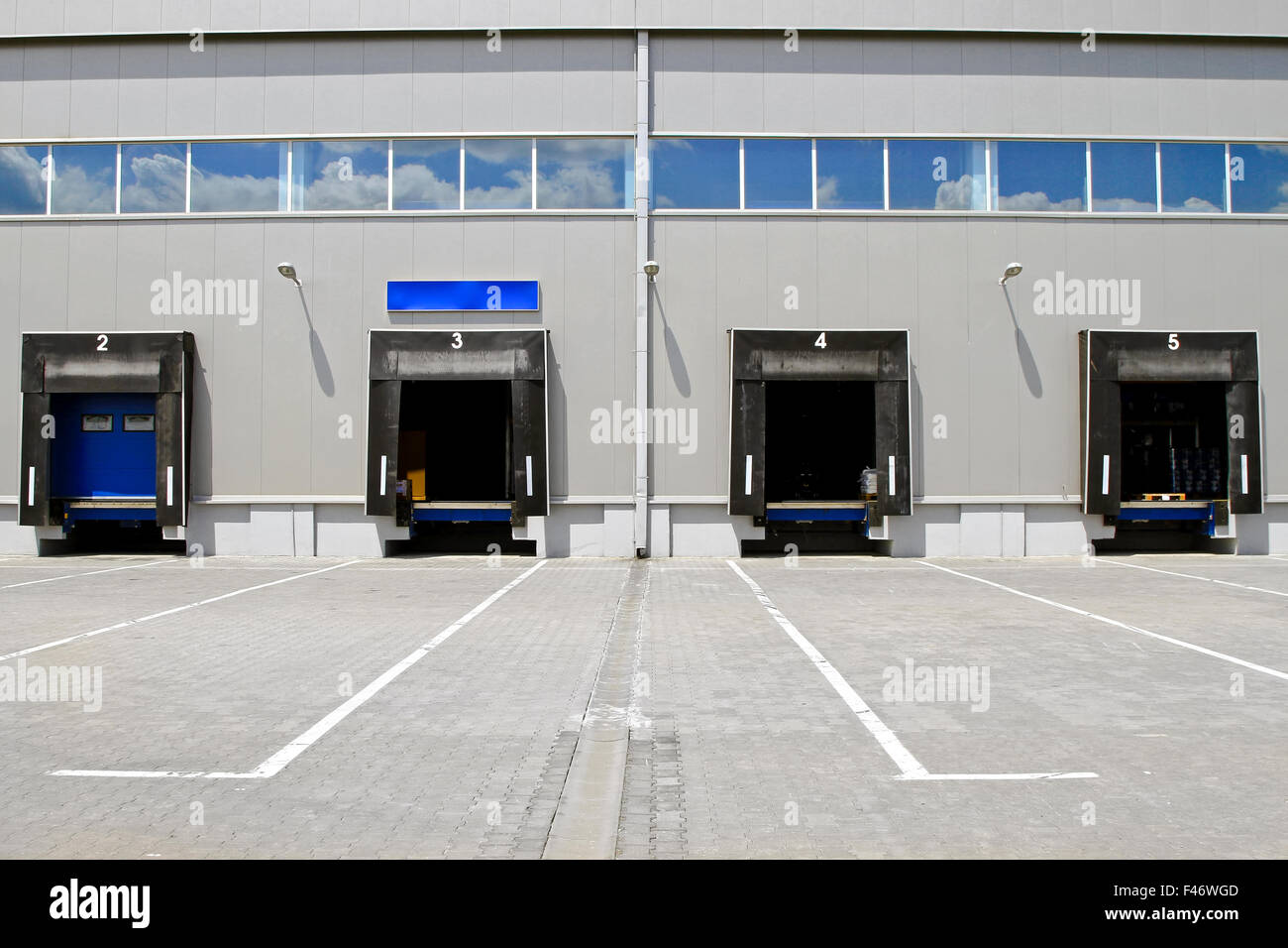 Warehouse doors & Warehouse doors Stock Photo: 88662237 - Alamy