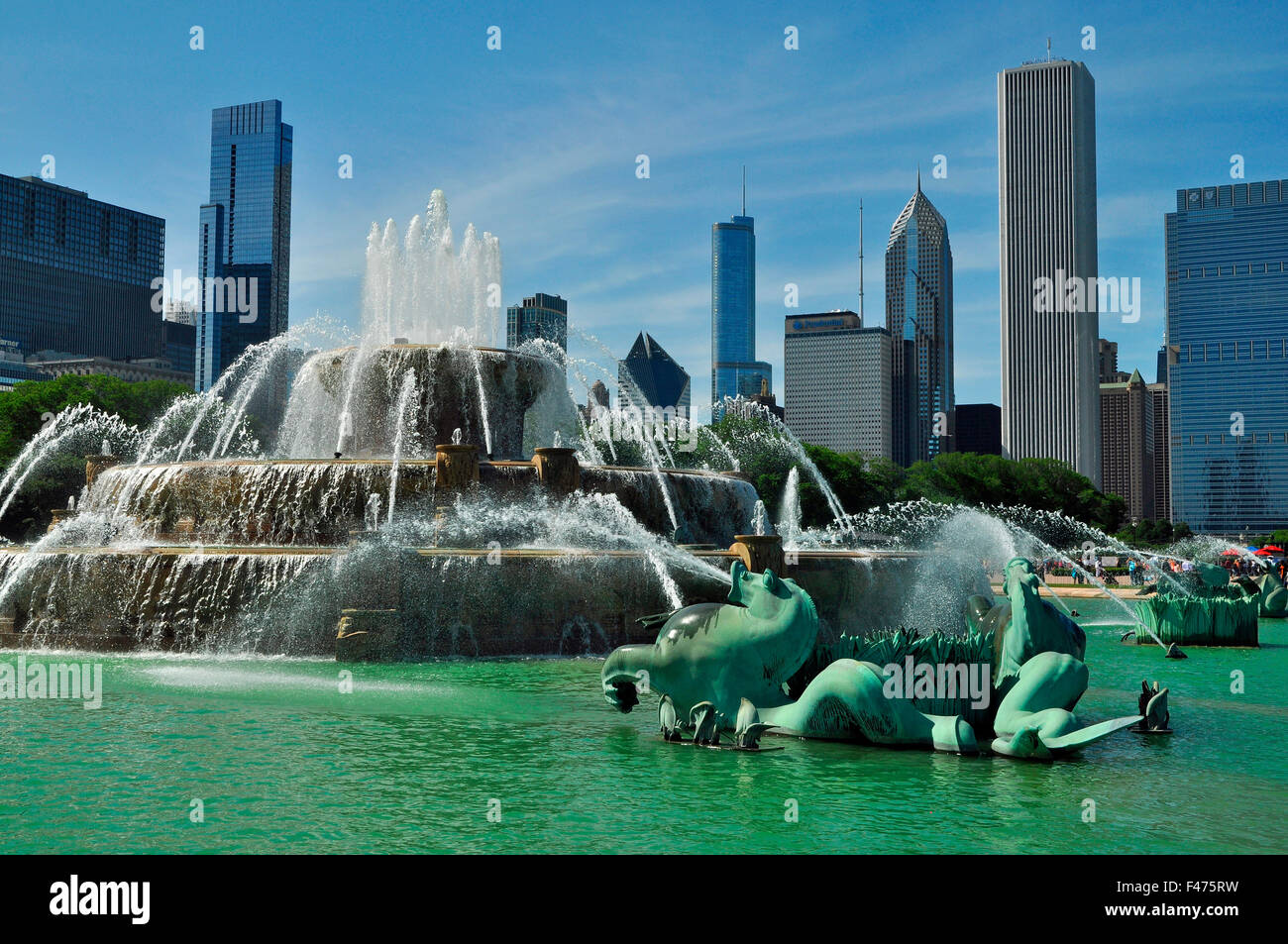 Buckingham Fountain and skyline, Chicago, Illinois, USA, America - Stock Image