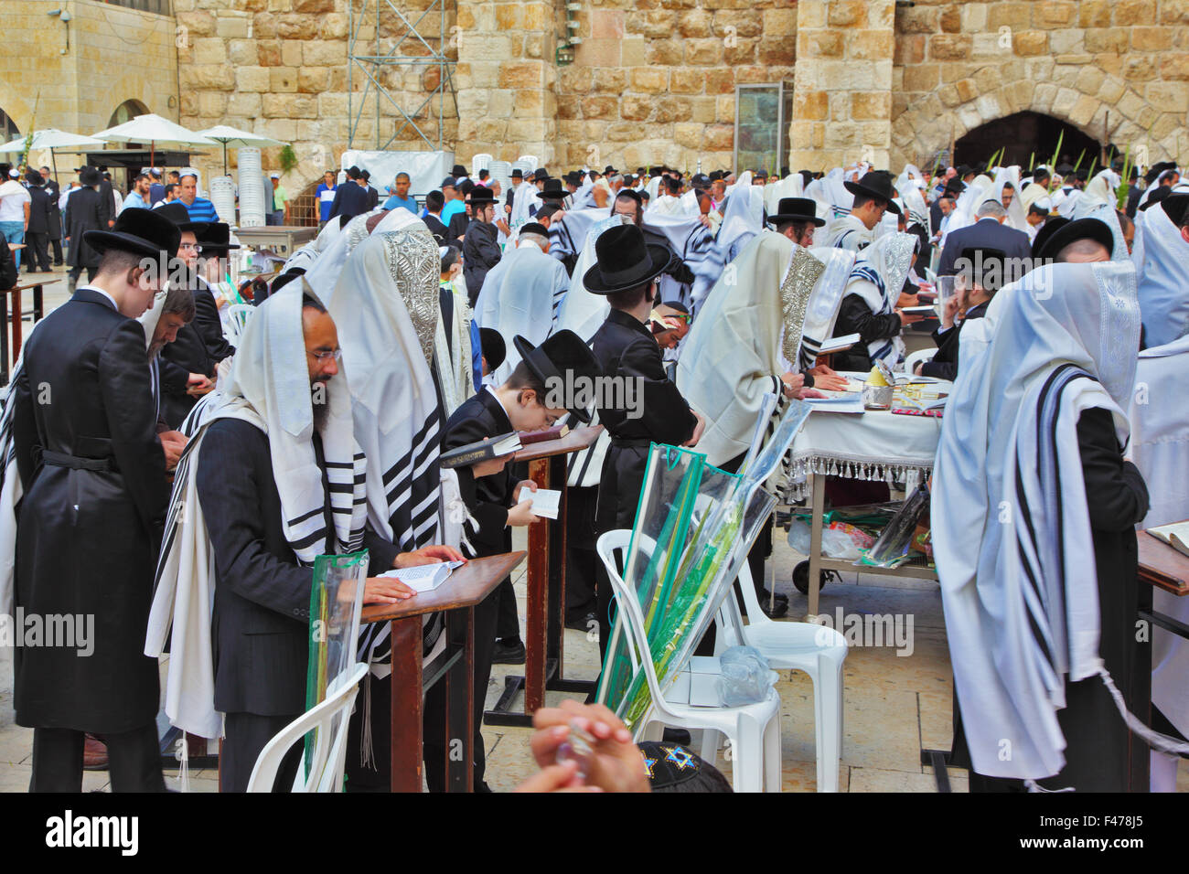 Many religious Jews in tallit - Stock Image