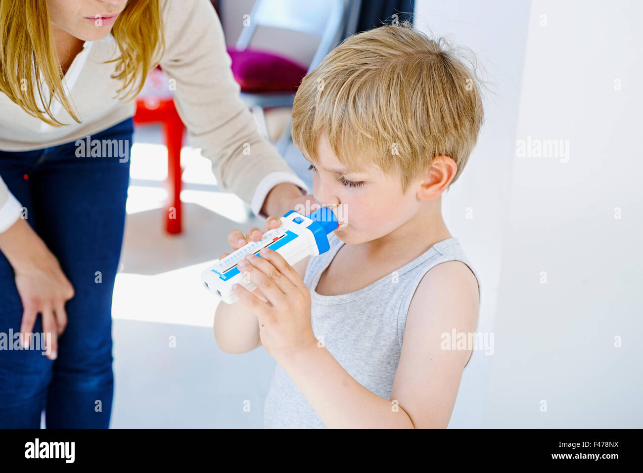 BREATHING, SPIROMETRY IN A CHILD - Stock Image