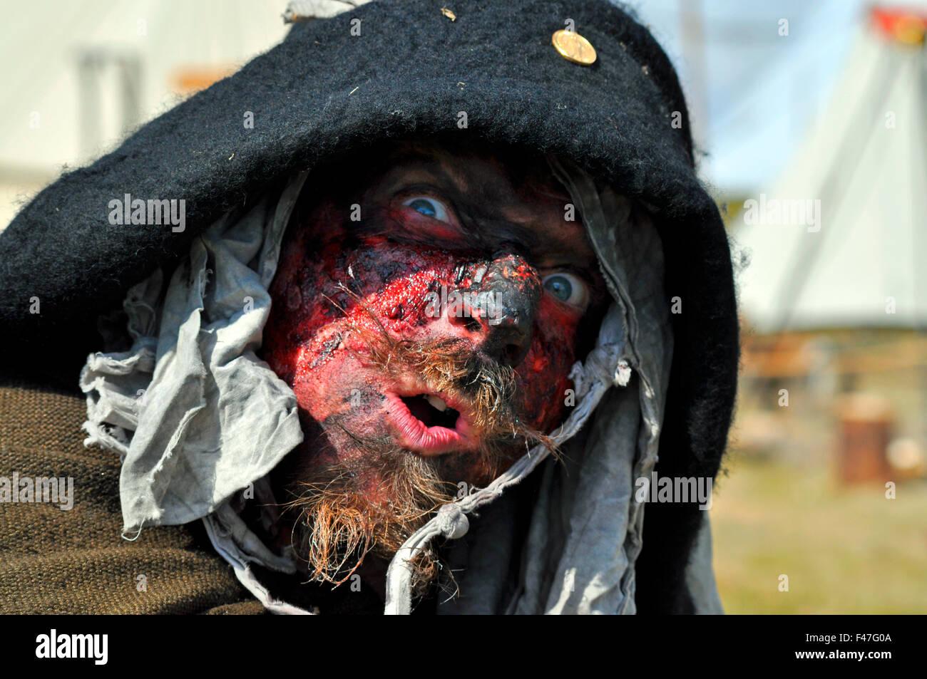 EUROPA, DEUTSCHLAND, HAMBURG, Schauspieler mit blutiger Maske beim Mittelalter-Event Spectaculum. Editorial use - Stock Image