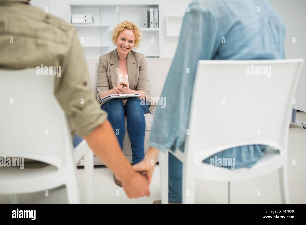 Psychologist helping a couple with relationship difficulties - Stock Image