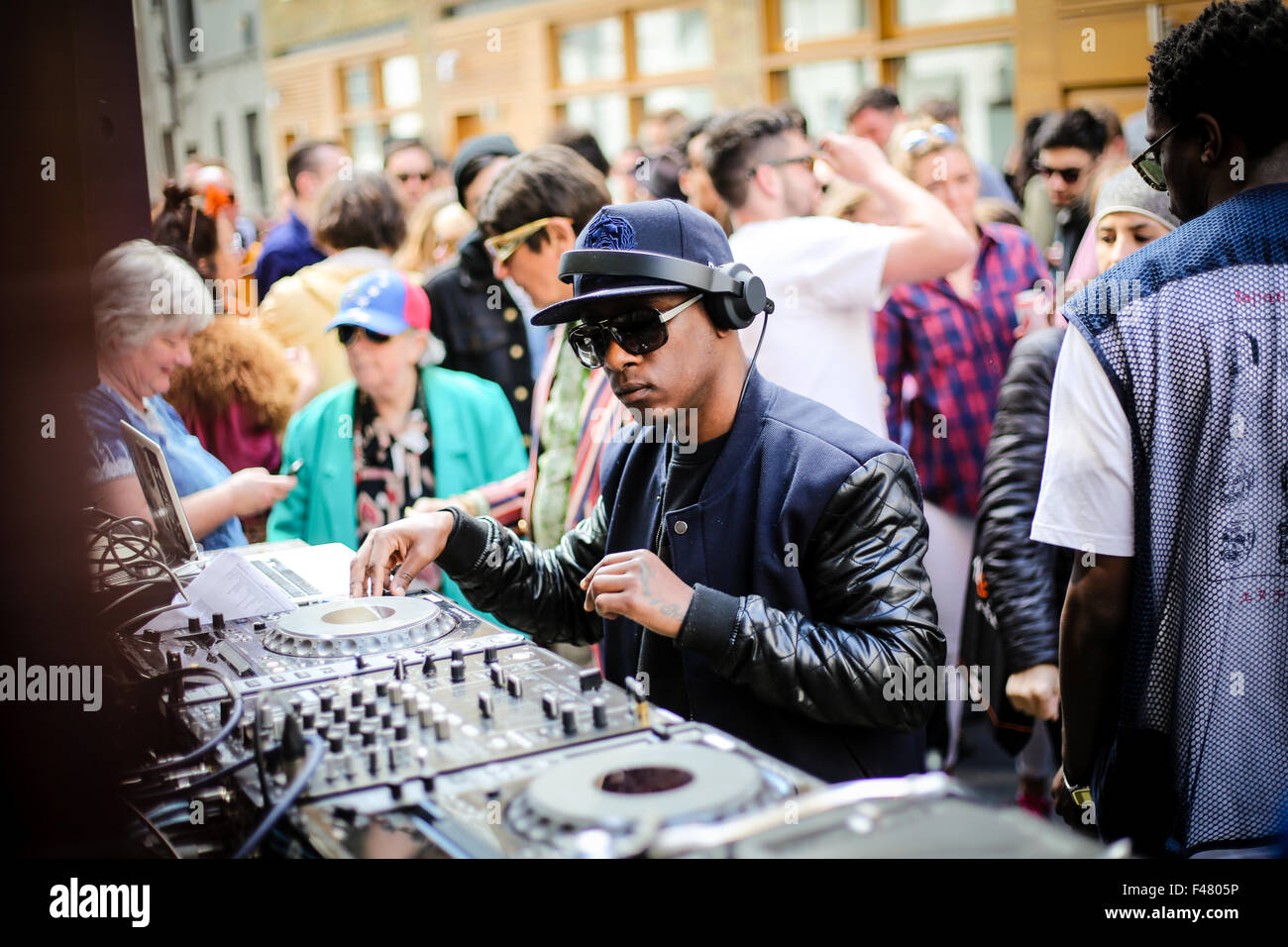 DJ mixing music on Record Store day in London Stock Photo