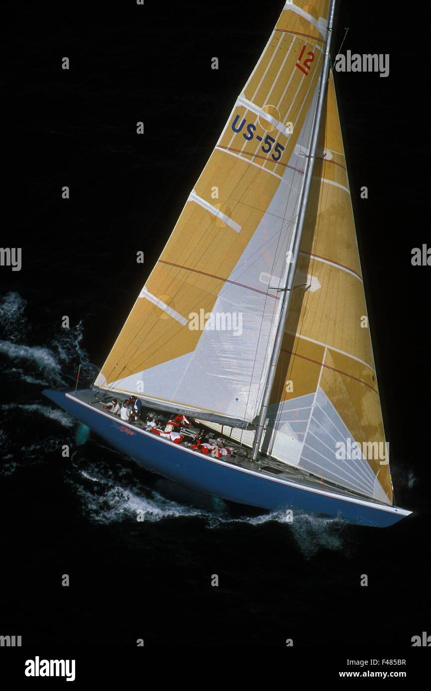 AJAXNETPHOTO. 1987. FREMANTLE, AUSTRALIA - AMERICA'S CUP -  STARS & STRIPES (USA) / SKIPPER : DENNIS CONNER - Stock Image