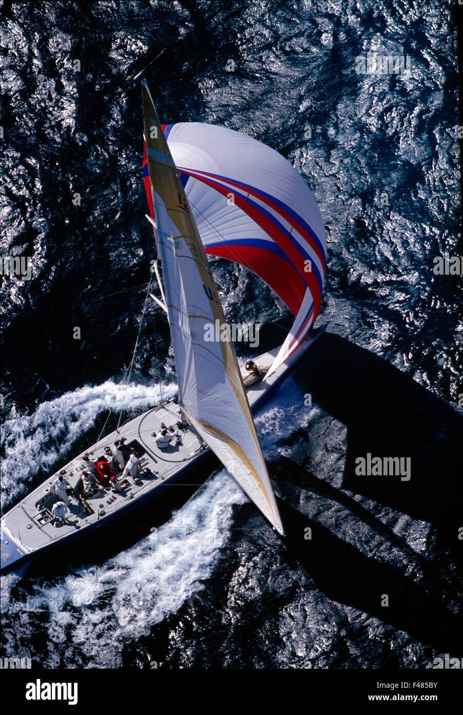 AJAXNETPHOTO - 1987. FREMANTLE, AUSTRALIA. AMERICA'S CUP - STARS & STRIPES (US55) - DENNIS CONNER - USA - Stock Image