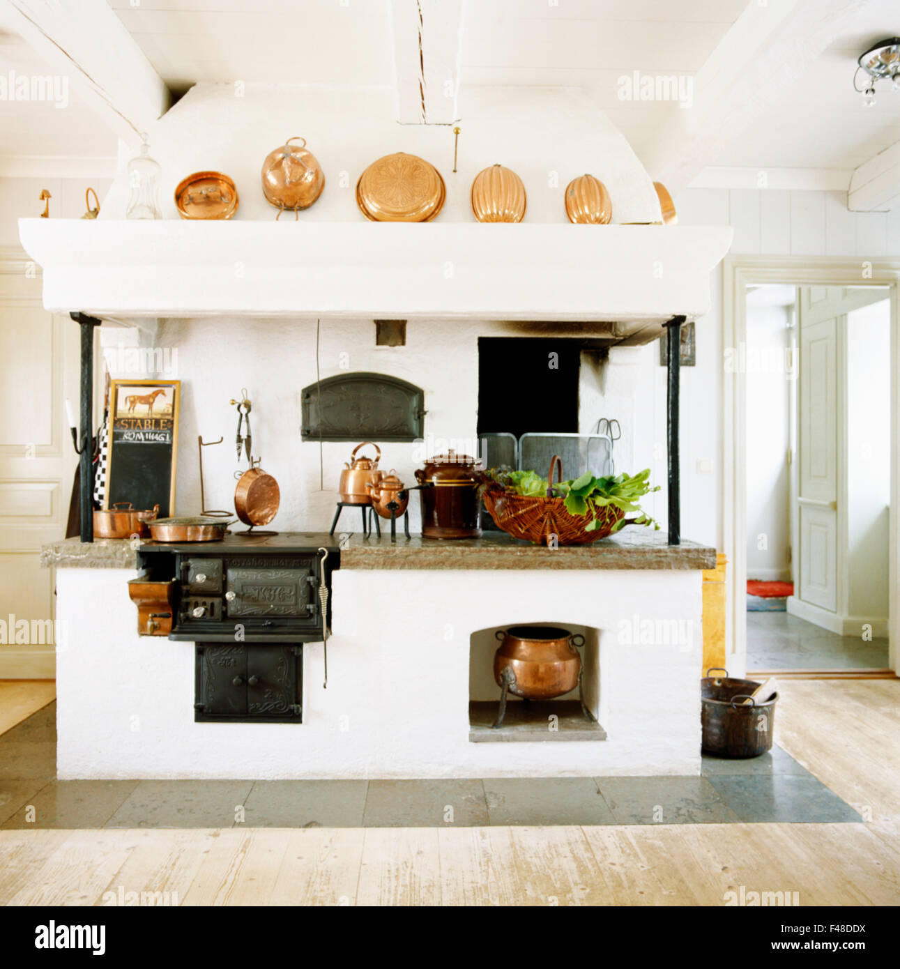 Antique Wood Stove Kitchen Stock Photos & Antique Wood Stove Kitchen ...