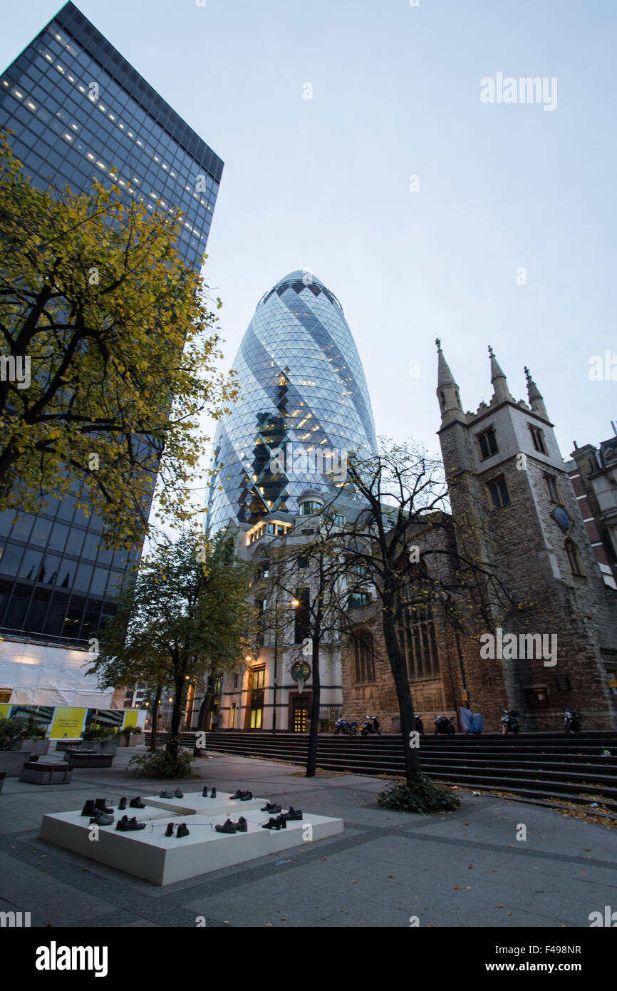 'O' my friends, there are no friends' by Sigalit Landau, sculpture with the Gherkin - Stock Image