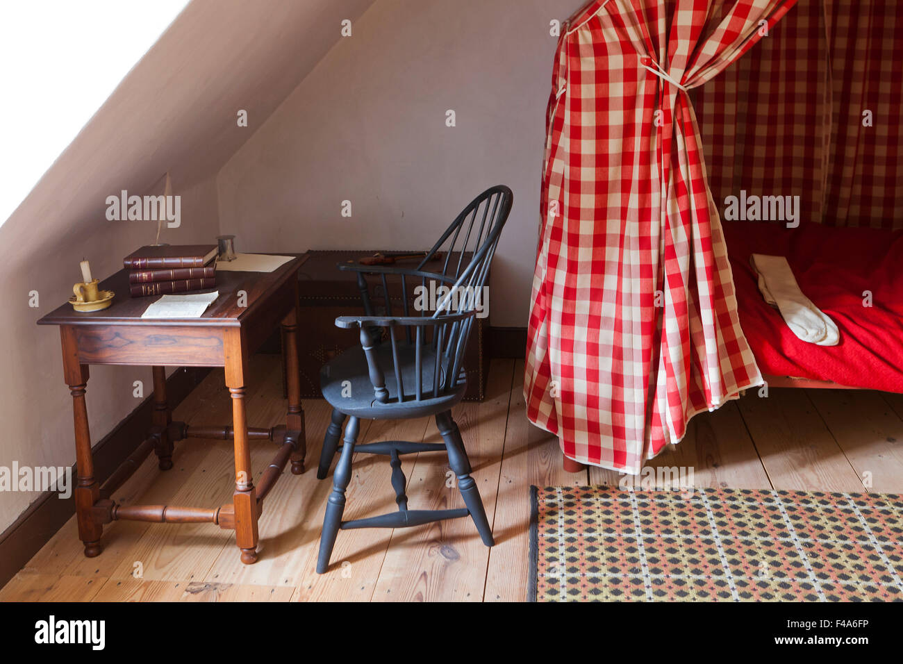 Desk in 18th century style loft bedroom - Alexandria, Virginia USA - Stock Image